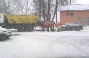 Смоленская прокуратура разберется, кто и зачем укладывал асфальт в снег