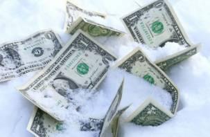 Смоленский грузчик украл деньги у начальницы и закопал их в снег