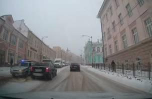 Смолянин снял на видео транспортный коллапс на центральной улице Смоленска