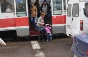 В Смоленске дама за рулем внедорожника сбила ребенка