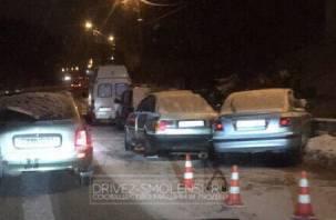 В Смоленске столкнулись две иномарки. Один из водителей госпитализирован