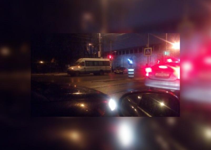 В центре Смоленска произошло ДТП с участием маршрутки. Есть пострадавший