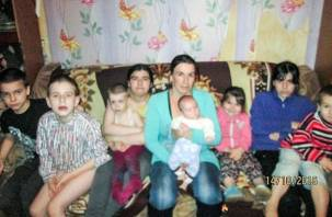 Смолянку — мать восьмерых детей поздравили с Новым годом