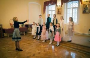 В смоленской хоровой школе «Лик» прошел новогодний концерт