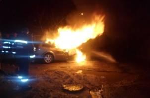 В Ярцевском районе сгорела иномарка