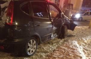 В центре Смоленска внедорожник сбил двух пешеходов