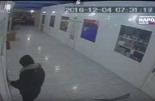 Эксклюзив: ограбление секс-шопа в Смоленске попало на видео