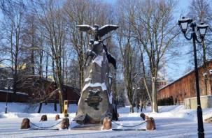 В центре Смоленска треснул памятник