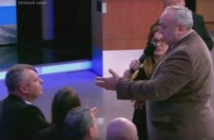 ВИДЕО: смоленский сенатор устроил потасовку в прямом эфире Первого канала