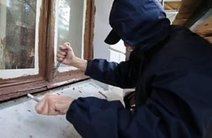 Смоленский бомж украл бытовую технику в жилом доме
