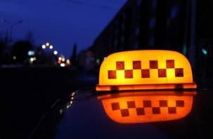 В Смоленске пассажир обокрал таксиста