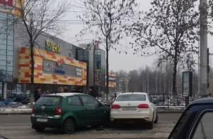 В Смоленске столкнулись две иномарки