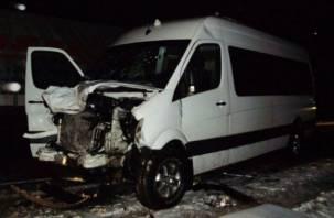 В Кардымовском районе столкнулись микроавтобус и фура