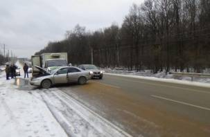 В ДТП на трассе М-1 столкнулись три автомобиля