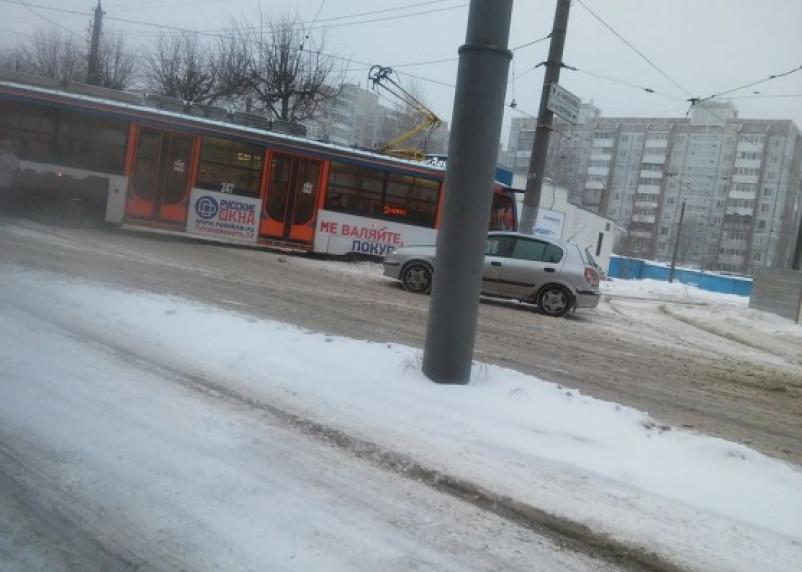 В Смоленске очередной трамвай сошел с рельсов