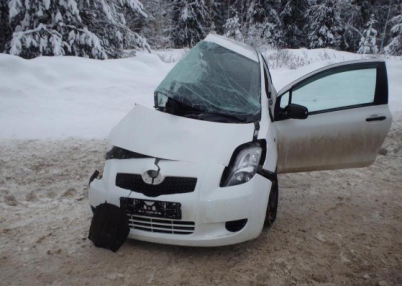 В Угранском районе женщина на иномарке протаранила грузовик