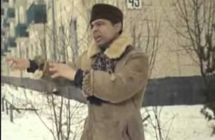 Cмолян предупреждают об опасности, с крыш падают снежные глыбы