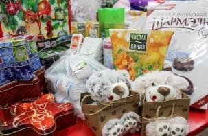 Дети и старики получили новогодние подарки от смолян