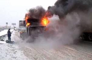В Гагаринском районе на полном ходу вспыхнул грузовик