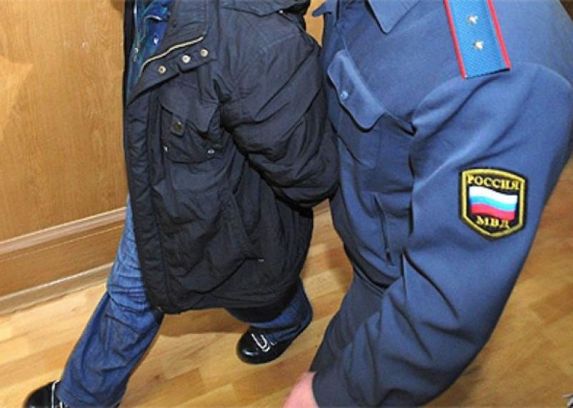 Смоленский ревнивец избил полицейского бутылкой