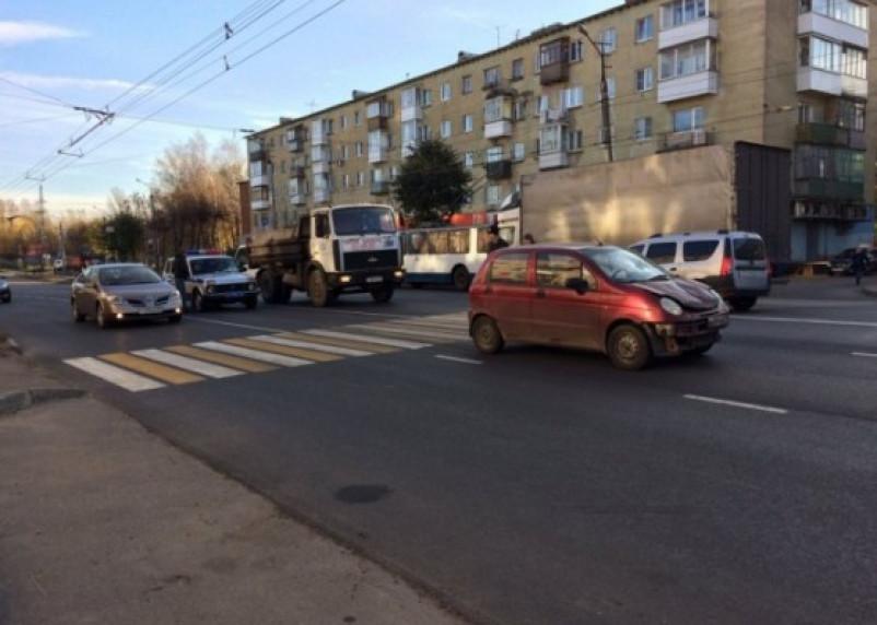 В Смоленске устанавливают очевидцев ДТП со сбитой на «зебре» женщиной