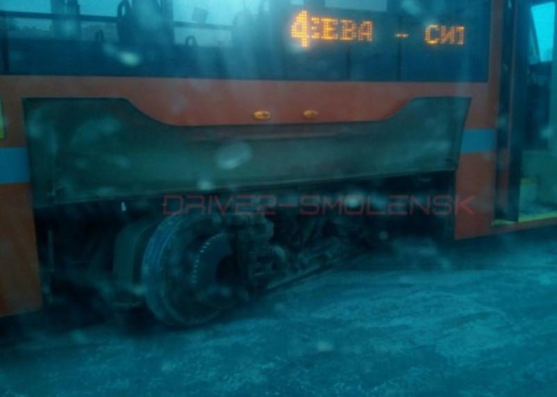Куда ведет умная чешская стрелка? Очередной съезд трамвая с рельсов на Пятницком путепроводе