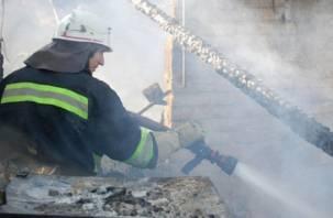 В Смоленске двое мужчин погибли в горящей бытовке