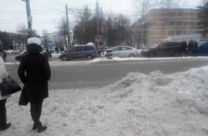 В Смоленске пять автомобилей по цепочке влетели друг в друга