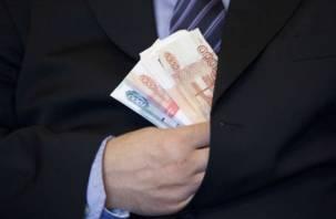 Директор предприятия в Рославле получал зарплату за своих «рабочих»