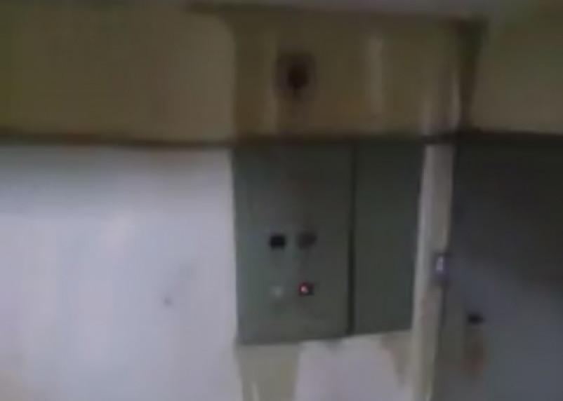 В Ярцеве талая вода устроила «фейерверк» в многоэтажном доме