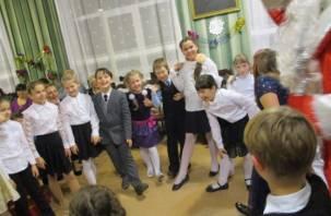 Смоленские дети расколдовали Деда Мороза с помощью музыки