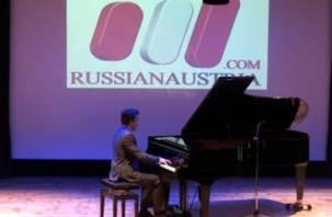 Смоленский пианист представил свой первый сольный альбом. ВИДЕО