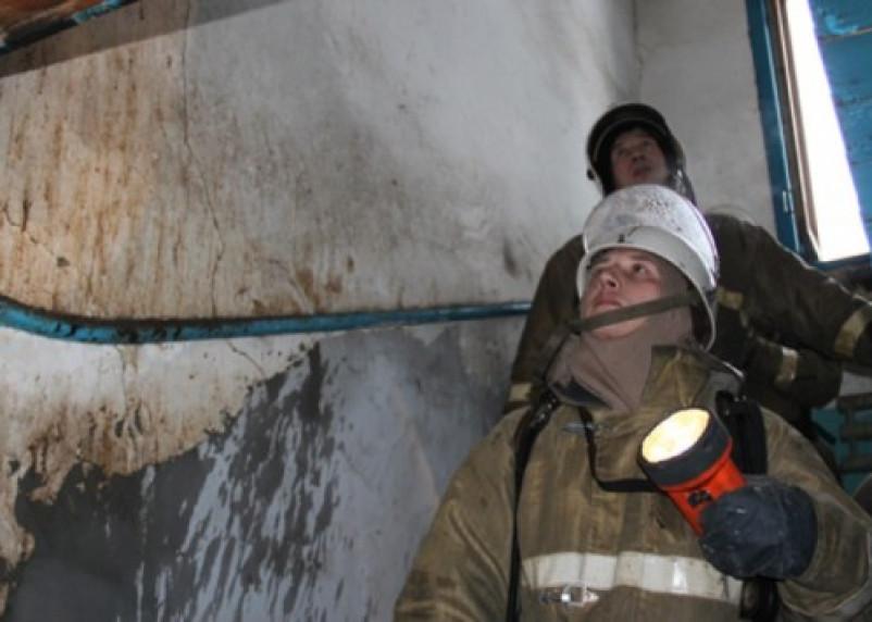 В Смоленске из горящей квартиры спасен мужчина