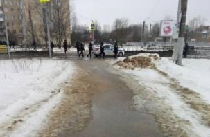 В Смоленске люди в касках и бронежилетах оцепили Киселёвку и центр