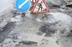 Смоленских водителей просят быть осторожными. Ведется ямочный ремонт