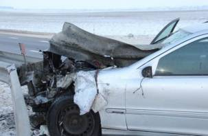 В Духовщинском районе водитель протаранил отбойник и погиб