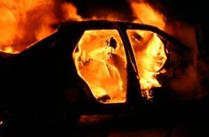 На трассе М-1 иномарка загорелась с водителем внутри
