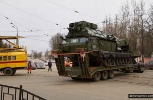 Военная техника с трудом проехала по улицам Смоленска