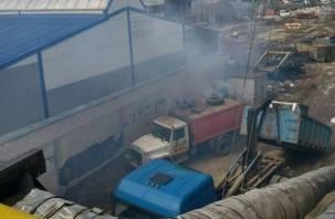 На улице Индустриальной в Смоленске нашли подозрительную свалку (видео)