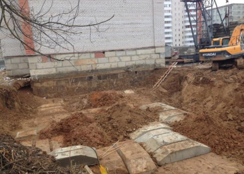 В Смоленске секцию жилого дома возводят без разрешения на строительство