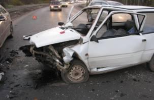 В Смоленском районе лихач на американском авто протаранил «Оку»