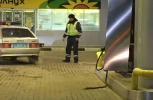 В Вязьме сотрудники ДПС «порвали» бензоколонку