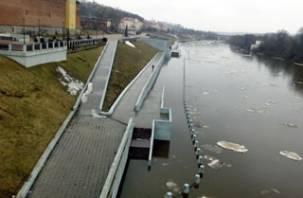 В Смоленске половодье затопило бракованную набережную