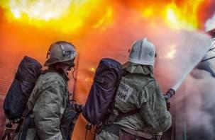 В Хиславичах из горящего дома спасли мужчину
