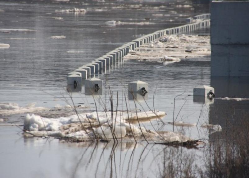 Смоленская набережная утопает в воде и мусорных кучах