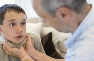 Житель Вязьмы заламывал руки сыну за то, что мальчик защищал маму