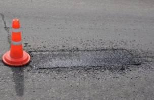 В Смоленске латают дыры на двух оживленных улицах