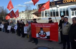 Смоленские коммунисты «бросили перчатку» правительству Медведева