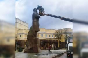 Смоленские коммунальщики отмыли Ленина