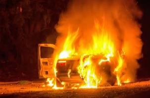 В Темкинском районе автомобиль слетел с дороги и загорелся